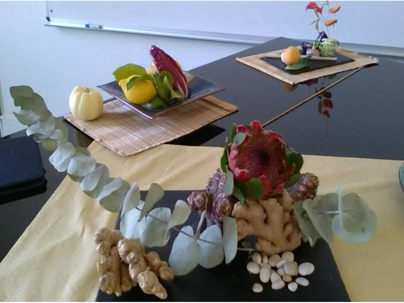 Composition avec des légumes et des fruits